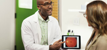 profesional de la salud visual, optómetra